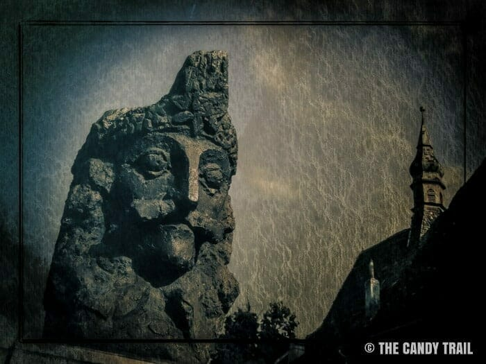 val dracula tepes statue romania