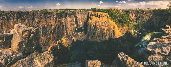 dry cliffs at victoria falls in the dry season _ best time to visit