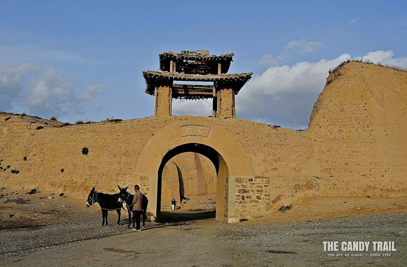 yongtai fortress gate china_